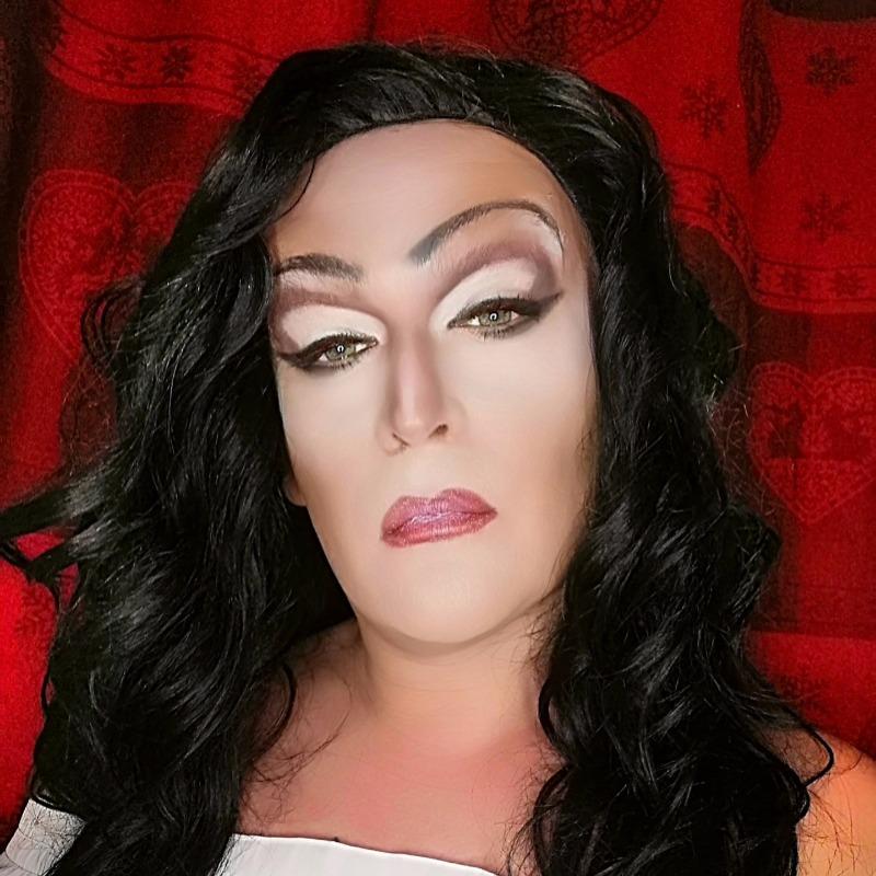 GayContest - Julia Spotlight